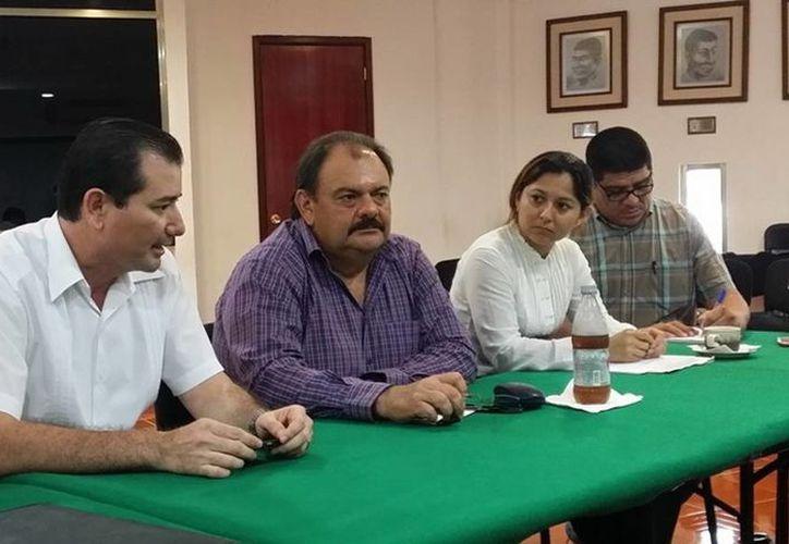 El alcalde Eduardo Espinoza Abuxapqui se comprometió a colaborar en la realización del POEL. (Cortesía/SIPSE)