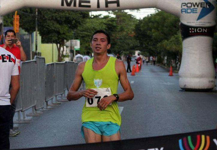 Irving Villa corrió en 37.3 minutos la carrera de la Independencia del Isstey, y se llevó al triunfo. (Milenio Novedades)
