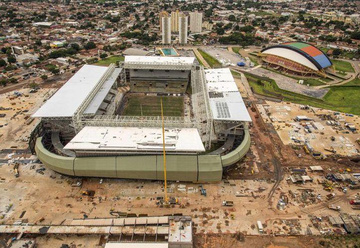 Estadio Arena Pantanal en Cuiaba, Brasil, donde se trabaja a contrarreloj para albergar partidos del Mundial 2014. (Agencias)