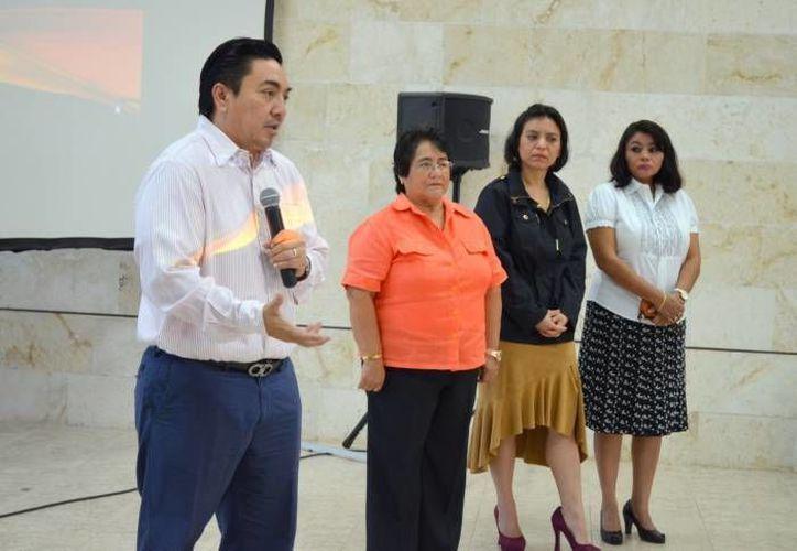 La magistrada Ligia Aurora Cortés Ortega (c) convocó a la ciudadanía en general para asistir el próximo lunes a una conferencia sobre el feminicidio. (Foto de archivo de SIPSE)