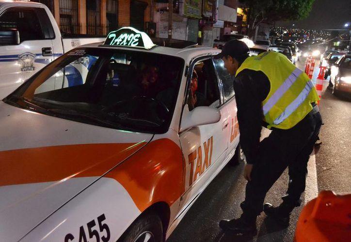 El policía arrollado en un retén de alcoholímetro falleció en un hospital. (Notimex/Foto de contexto)