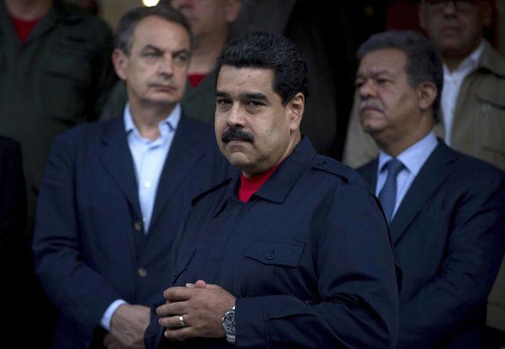 Nicolás Maduro, presidente de Venezuela, anunció un aumento al salario mínimo del 40% en noviembre. (AP/Fernando Llano)