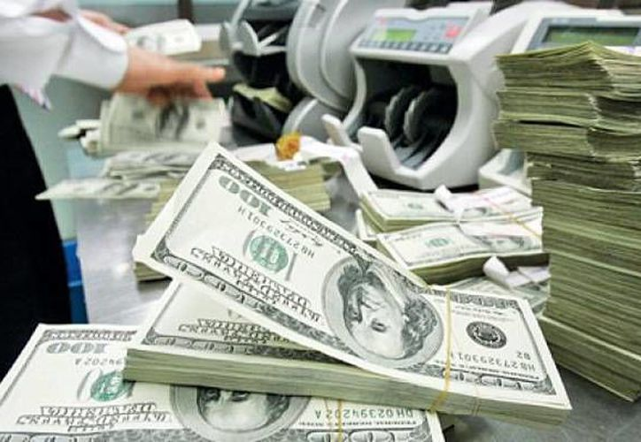 En agosto pasado, ingresaron al país dos mil 010.43 millones de dólares por concepto de remesas. (Archivo/AP)