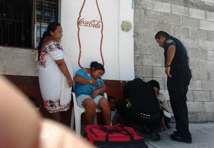 Como resultado del choque, una mujer y dos menores que viajaban en el mototaxi salieron lesionados. (SIPSE)