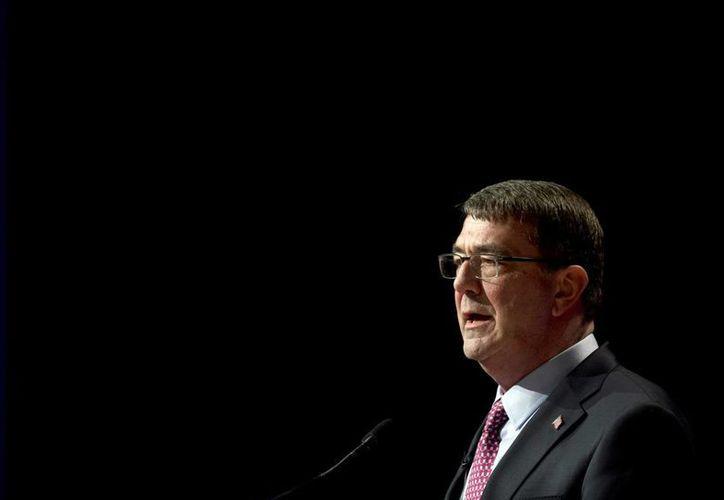 El secretario de Defensa de Estados Unidos, Ash Carter, hablando durante una ceremonia de juramento en el Pentágono. (Agencias)