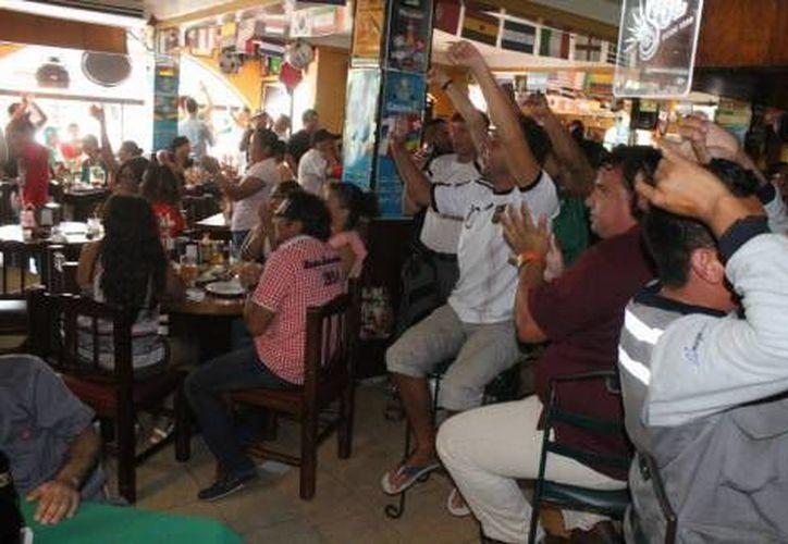 Los restaurantes le apuestan a que tendrán buenas ventas durante el partido de la selección mexicana este domingo.  (Archivo/SIPSE)