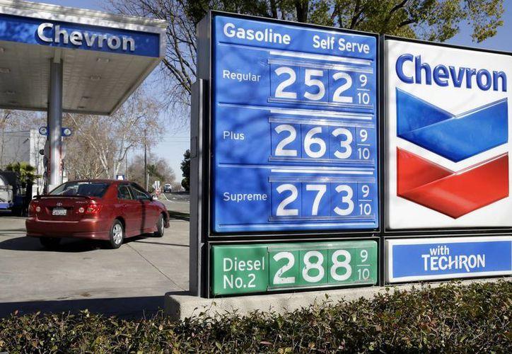 Después del ataque a sus instalaciones, Chevron cerró su producción en Nigeria, pero dio a conocer que continuará sus exportaciones de combustibles. (AP)