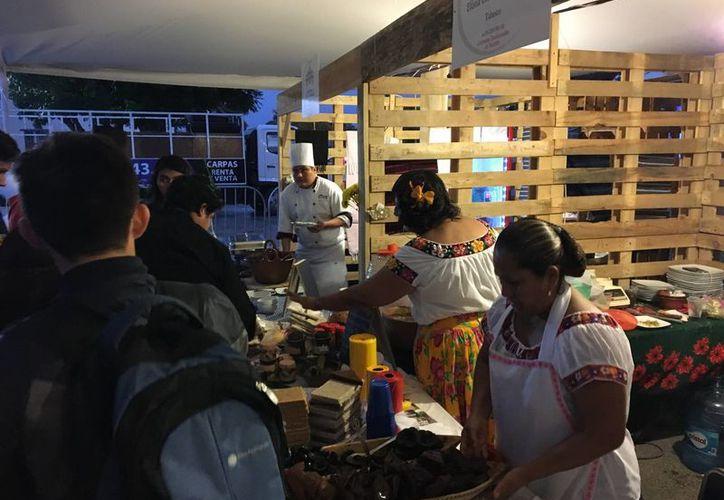 El Primer Encuentro de Cocineras Tradicionales de Yucatán contó con la presencia de artesanos y agroproductores. (SIPSE)