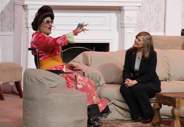 Gonzalo Vega en la obra de teatro 'La Señora Presidenta', que estuvo en cartelera durante 17 años. (Notimex)
