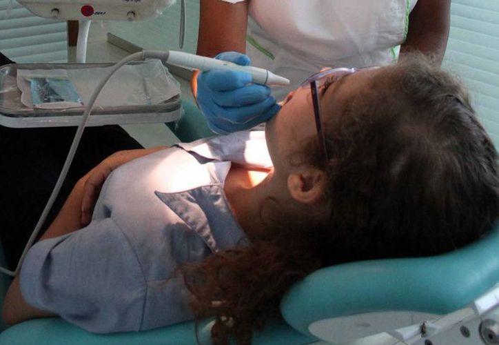 El 60% de los pequeños de entre cuatro y cinco años, tiene afecciones de la cavidad bucal. (Consuelo Javier/SIPSE)