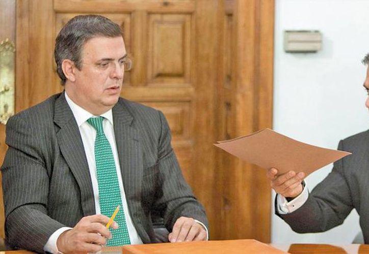 Una versión sugiere que el misterio obedece a la estrategia de Miguel Mancera (der) de no alertar a su antecesor Marcelo Ebrard, pues temían que escape al extranjero, a pesar que actualmente se encuentra en Europa. (impacto.mx)