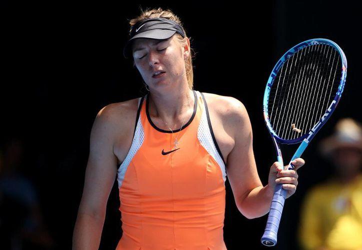 La lesión de Maria Sharapova se dio en el Abierto de Australia, tras finalizar su encuentro contra la número Serena Williams. (AP)