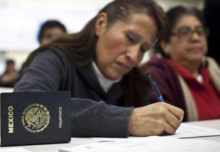 Los mexicanos que deseen licencia de conducir en California podrán presentar solo un documento, como el pasaporte. (20minutos.com)