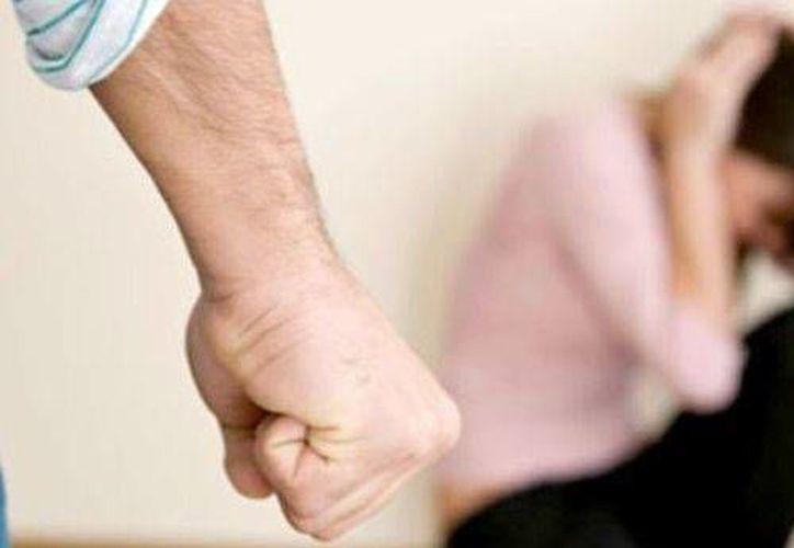 Durante la plática se abordaron los siete tipos de violencia que existen en el noviazgo. (Contexto/Internet)