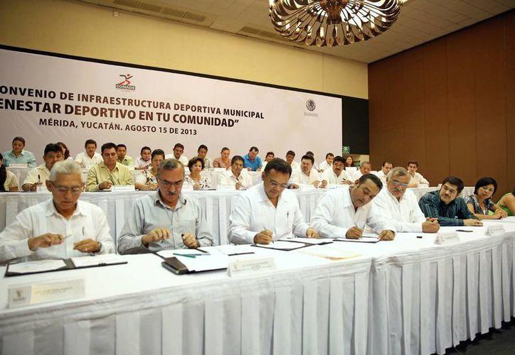 Los integrantes de la Comisión de Deportes se reunieron en el Centro de Convenciones Yucatán Siglo XXI. (Milenio Novedades)