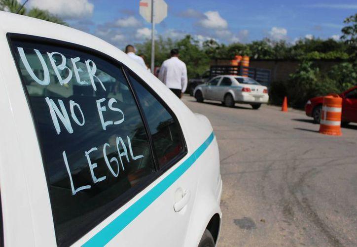 Cerca de mil taxistas de Playa del Carmen se manifestaron ayer nuevamente en contra de Uber. (Octavio Martíne)z/SIPSE