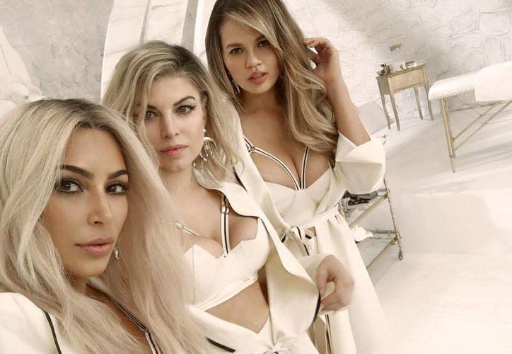 Fergie presentó el video de su nuevo sencillo en el que aparecen Kim Kardashian y Chrissy Teigen, entre otras mamás. (Facebook/ Fergie)