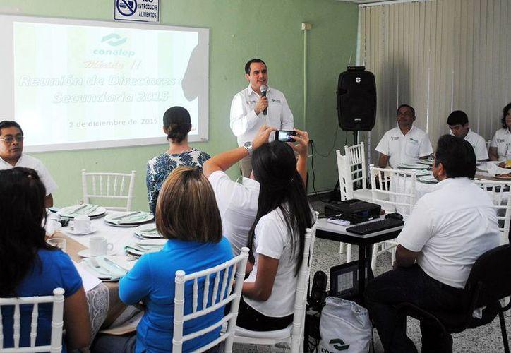 Manuel Carrillo Esquivel, director general del Conalep, durante la presentación de las opciones académicas ante académicos. (Milenio Novedades)