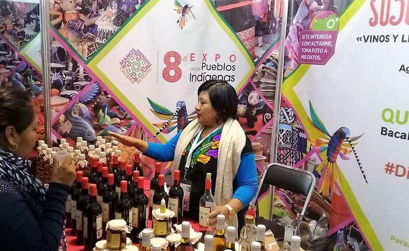 El vino de miel hecho en Bacalar cautivó los paladares de quienes asistieron a la Octava Expo de los Pueblos Indígenas 2018. (Javier Ortiz/SIPSE)