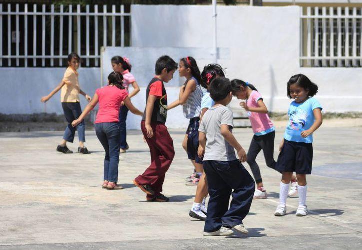 Derechos Humanos imparte pláticas sobre los  derechos y obligaciones en los menores. (Harold Alcocer/SIPSE)