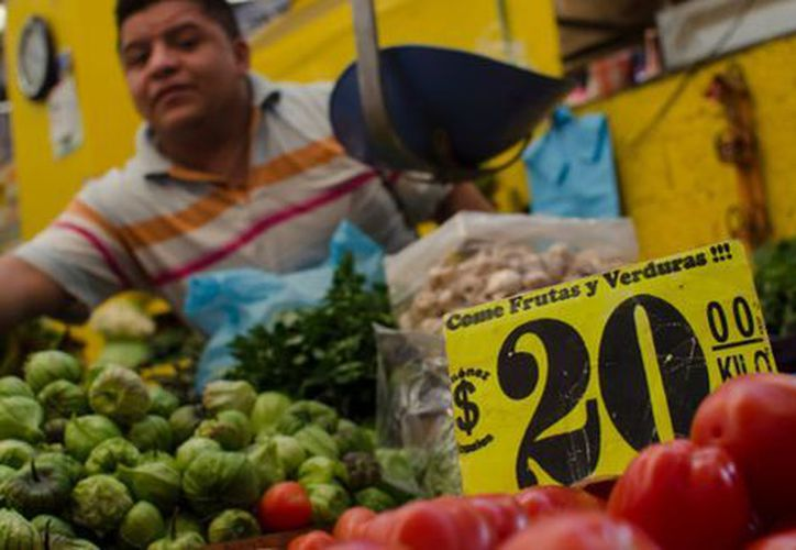 El Jitomate subió un 42.91 por ciento, tras la inflación. (Milenio)