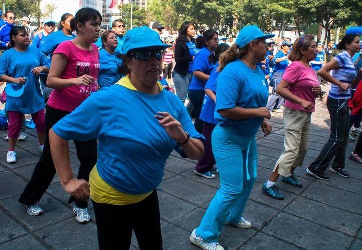 Hacer ejercicio regularmente aumenta la flexibilidad muscular. (Notimex)