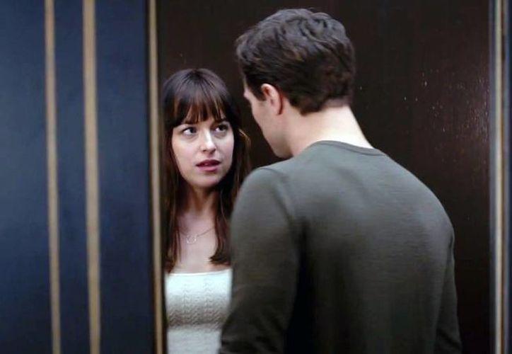 Los protagonistas de 'Cincuenta sombras de Grey' son Jamie Dornan y Dakota Johnson. (ctvnews.ca)