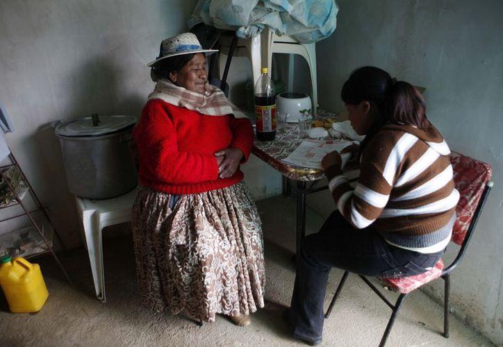 Una de las 29 preguntas consultará a cada boliviano si pertenece a uno de los 40 pueblos indígenas mencionados en la boleta. (Agencias)