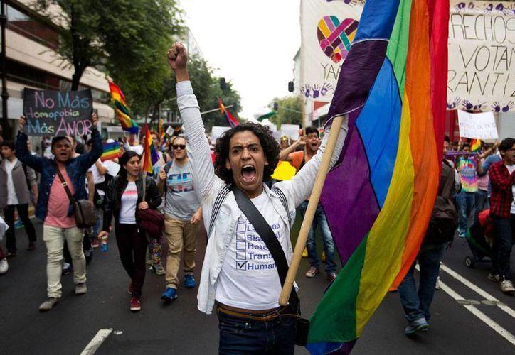 Aspecto de la marcha de la comunidad gay en la Ciudad de México, el pasado 11 de septiembre, en defensa del matrimonio igualitario y el respeto a sus preferencias sexuales. (AP/Eduardo Verdugo)