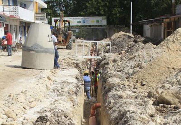 Durante las obras de remozamiento de la avenida De los Héroes se han descubierto descargas clandestinas de aguas negras. (Jorge Carrillo/SIPSE)