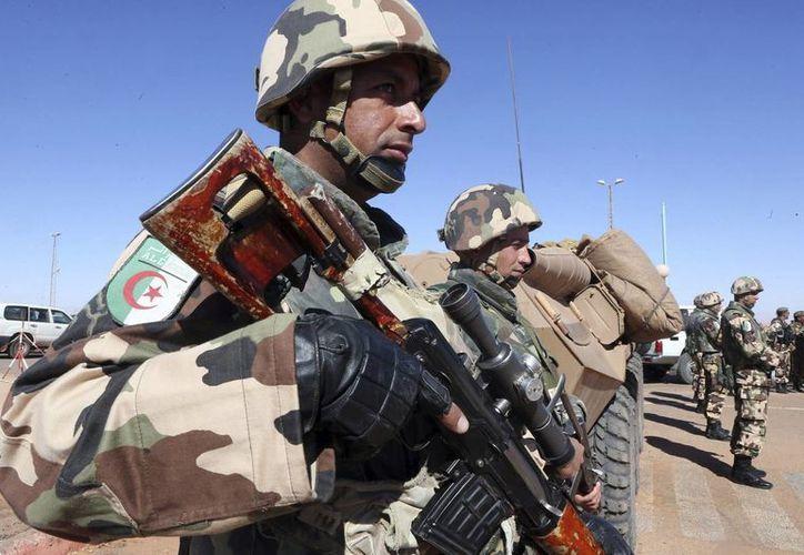 En Argelia son crecientes las críticas contra las medidas de seguridad y el grado de preparación del Ejército para enfrentar amenazas como el yihadismo. (EFE)