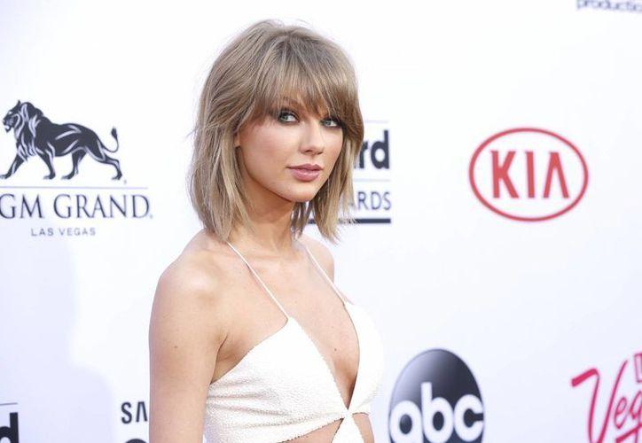 Taylor Swift finalmente llegó a un acuerdo con la empresa Apple Music sobre la transmisión de su música. La foto corresponde a mayo, durante su arribo a la entrega de Premios Billboard. (Foto: AP)