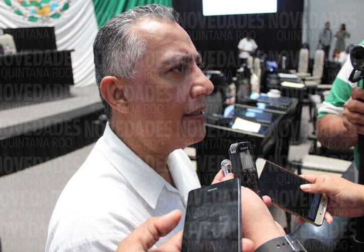 Carlos Mario Villanueva Tenorio, del PES, dijo que para el proceso electoral federal ya está incluido su nombre en la lista de plurinominales. (Joel Zamora/SIPSE)