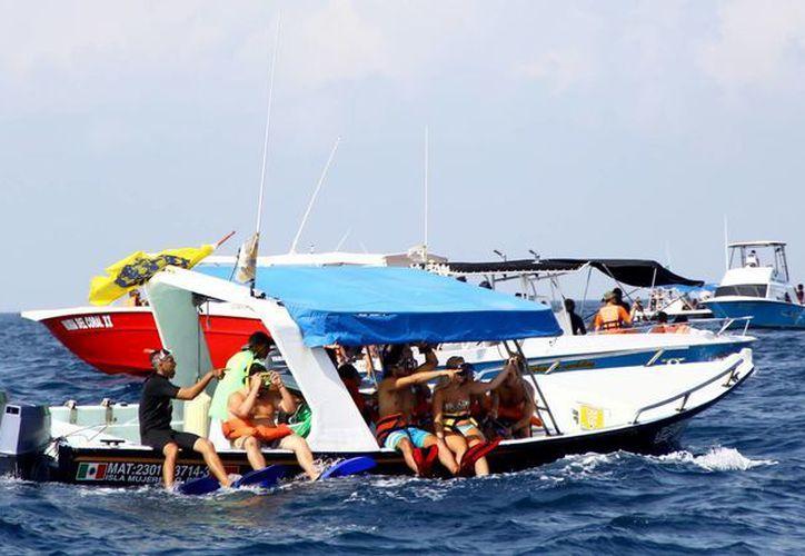 Se han reservado 300 paquetes para que los extranjeros realicen el nado con el tiburón Ballena. (Gonzalo Zapata/SIPSE)