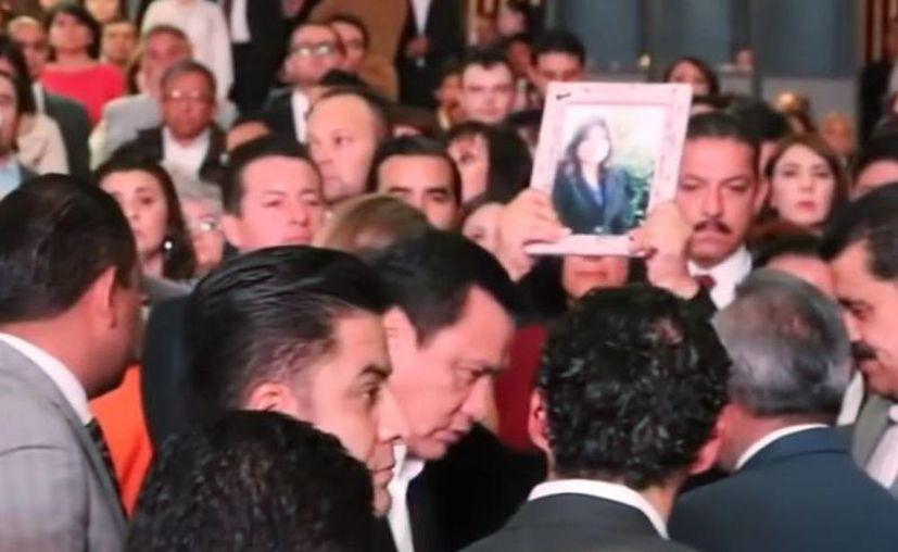 Luego que la mujer imploró a Osorio Chong su ayuda para rescatar a su hija, elementos de la Agencia de Investigación Criminal de la PGR lograron la liberación de la joven secuestrada el 22 de julio. (Captura de pantalla)