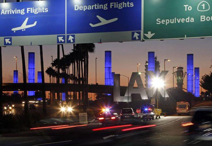 El tiroteo en el aeropuerto de Los Angeles afectó a 167 mil viajeros. (Agencias)