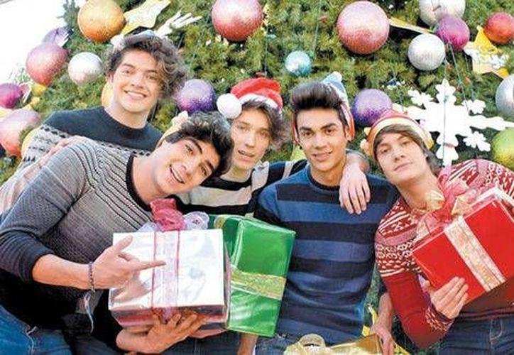 La banda juvenil se dio un receso para poder pasar las fiestas decembrinas junto a sus respectivas familias, después de un intenso año de conciertos por todo el país.(Notimex)
