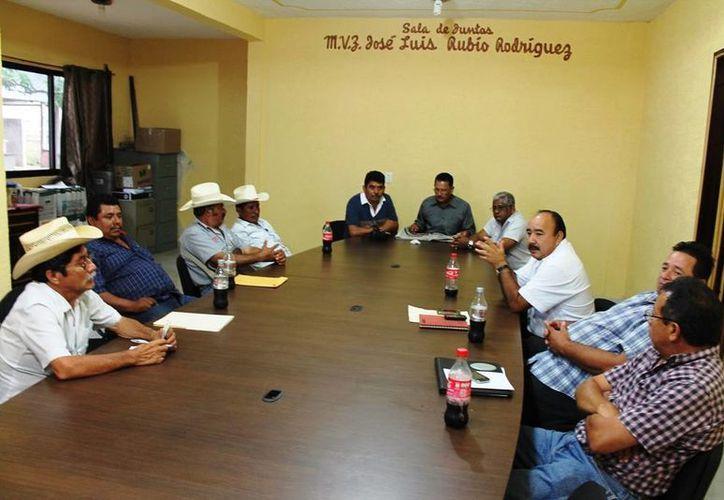 A la reunión acudieron los representantes de las asociaciones ganaderas. (Edgardo Rodríguez/SIPSE)