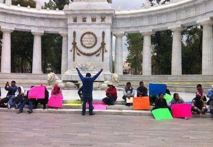 Los maestros de la CNTE anunciaron que reforzarán el campamento que mantienen en la zona del monumento a la Revolución. (Milenio)