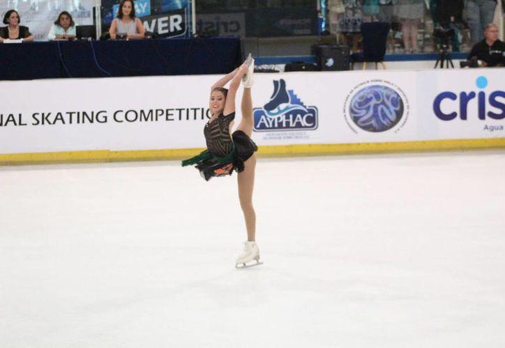 Practicantes de patinaje artístico yucatecas obtuvieron cuatro medallas este viernes en el Open Internacional que se celebra en Plaza Galerías. (SIPSE)