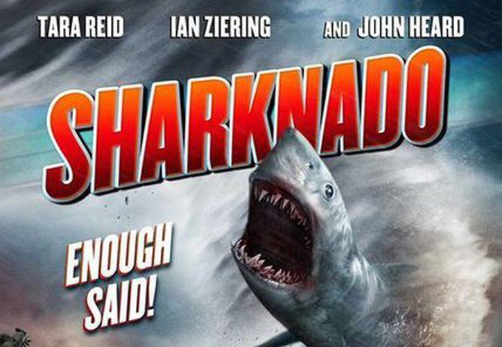 Sharknado es simplemente una película de tiburones en un tornado que arrasó en redes sociales. (SyCy)