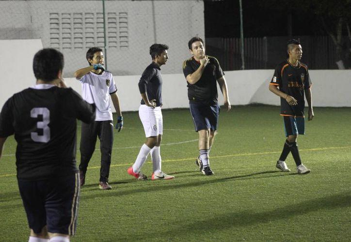 El lugar de honor se lo llevó Luis Loria del equipo Manchester quien lleva anotado 23 goles. (Alberto Aguilar/SIPSE)