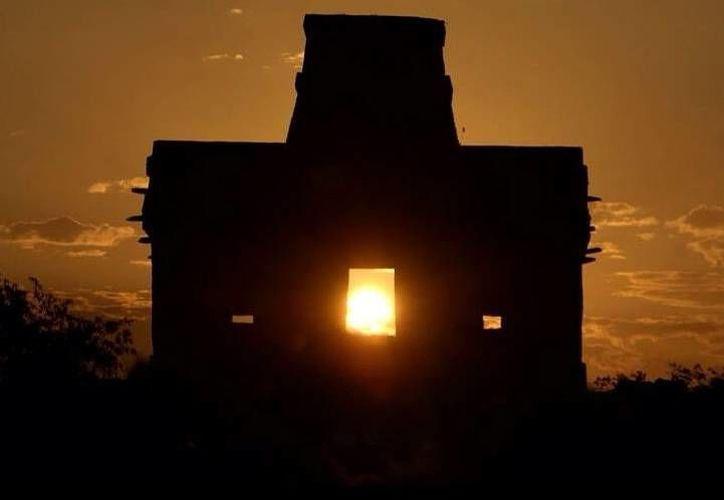 El Templo de las Siete MUñecas iluminado en su interior por el Astro Rey. (Milenio Novedades)