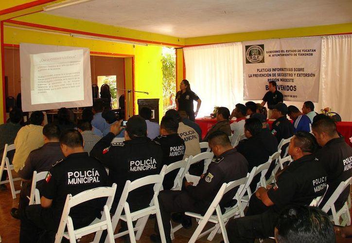 La reunión se realizó en el municipio de Tixkokob y estuvo a cargo de especialistas de la FGE. (Cortesía)