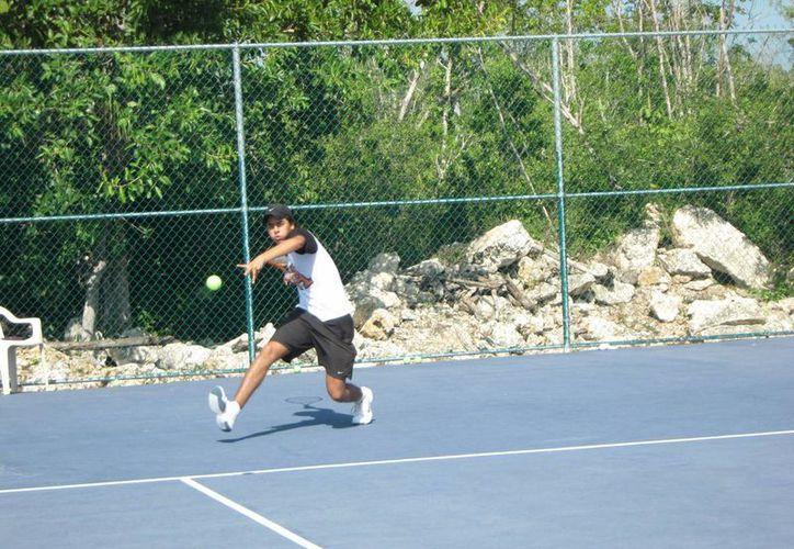 Los mejores tenistas de Quintana Roo se enfrentan a un selectivo de Texas. (Raúl Caballero/SIPSE)