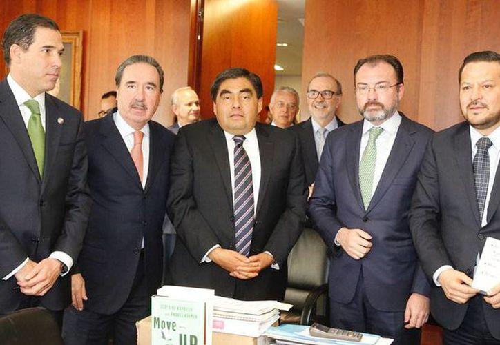 El canciller Luis Videgaray se reunió con integrantes de la Junta de Coordinación Política del Senado y los coordinadores del PRI, Emilio Gamboa; del PAN, Fernando Herrera Ávila, y del PRD, Luis Miguel Barbosa. (Notimex)