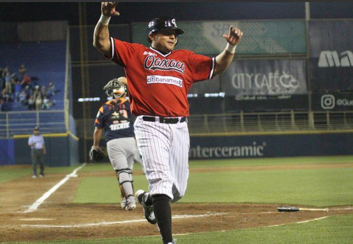 """Leones de Yucatán usó el """"beisbol pequeño"""", estratégico, para volver de atrás y derrotar a Rojos del Águila de Veracruz. (Milenio Novedades)"""