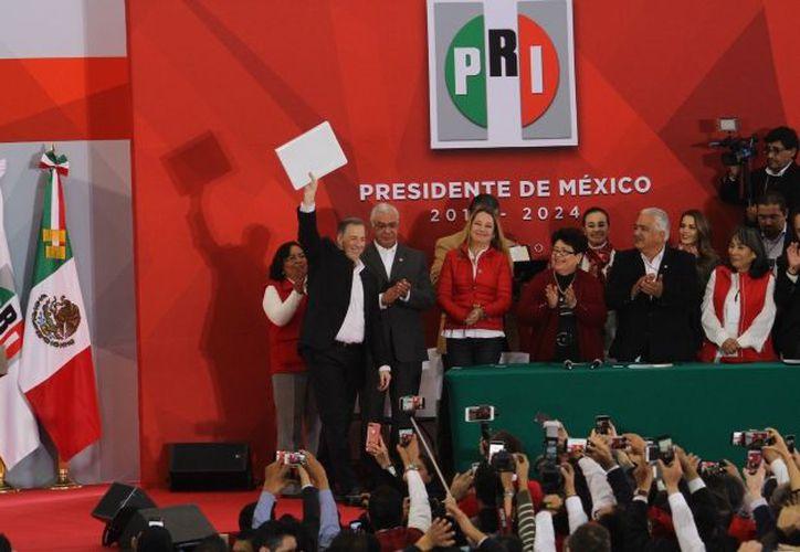 El aspirante presidencial arribó a las 11:30 horas a la sede nacional priista. (Notimex)