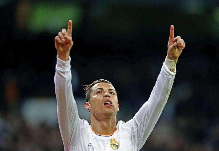 Cristiano Ronaldo tuvo un año 2013 muy contundente con el Real Madrid y con Portugal, lo que le valió el ganar la distinción de la IFFHS al delantero más letal del planeta. (EFE)