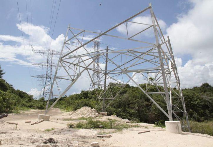 De manera provisional se instalaron cuatro torres más pequeñas. (Tomás Álvarez/SIPSE)